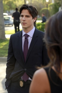 Sean Faris Makes Pretty Little Liars Debut